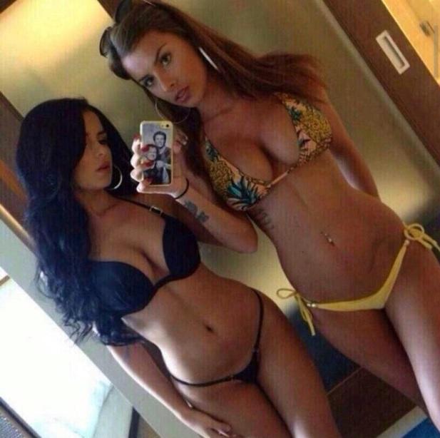 selfie-de-dos-chicas-en-bikini